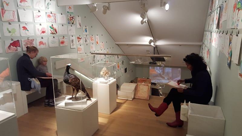 Kinder in Stedelijk Museum
