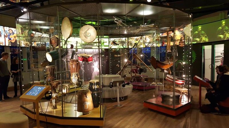 exotische Instrumente im Tropenmuseum